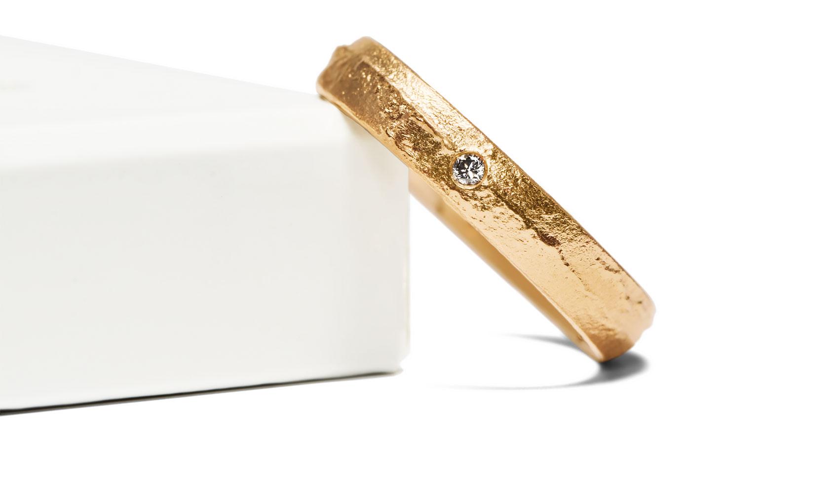 """GOLDAFFAIRS - Ring """"im Sand"""" aus ökofairem Gold, Recyclinggold oder FAIRTRADE Gold und Silber"""