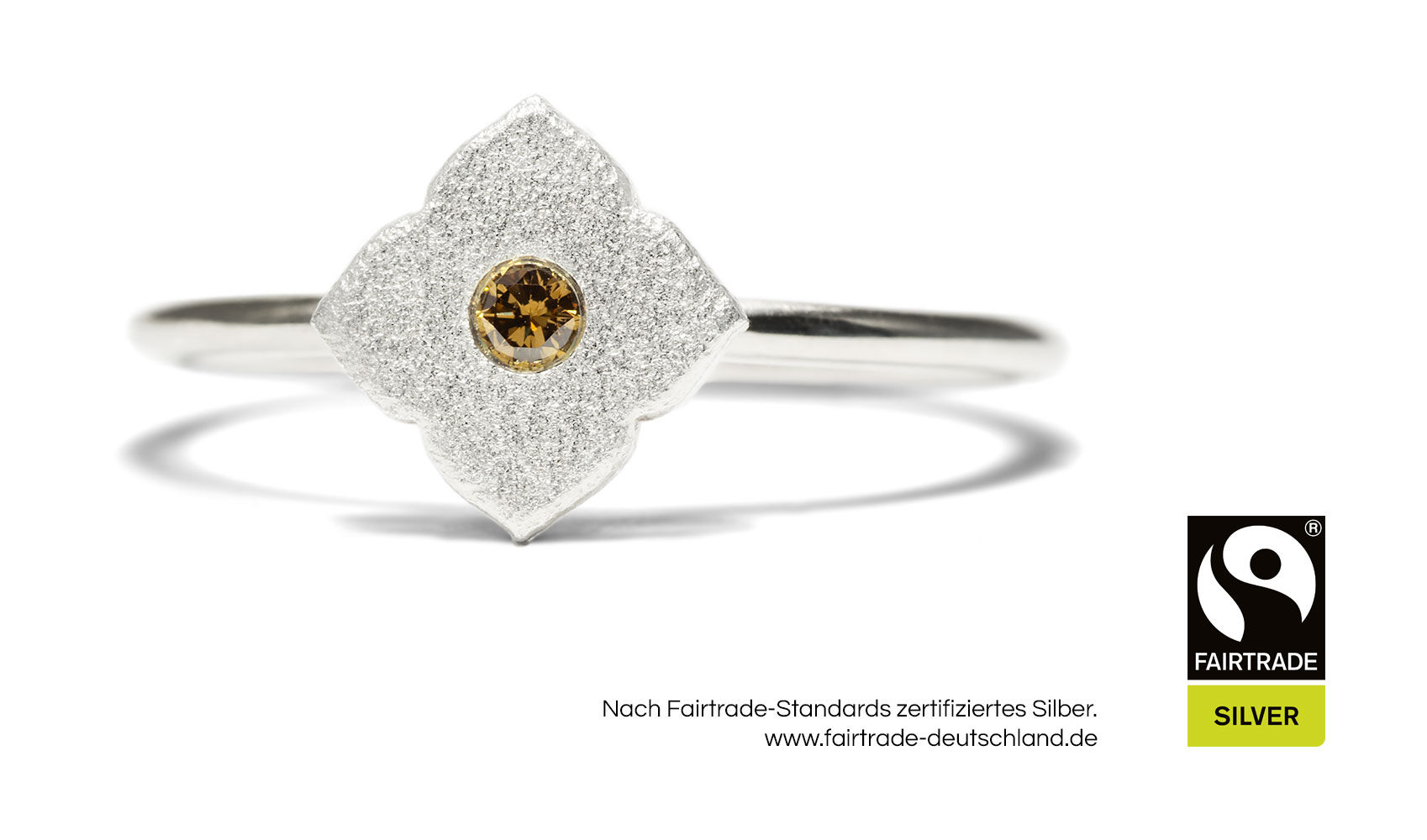 "GOLDAFFAIRS - Ring ""Flora"" aus FAIRTRADE Silber mit champagnerfarbenem Diamant"