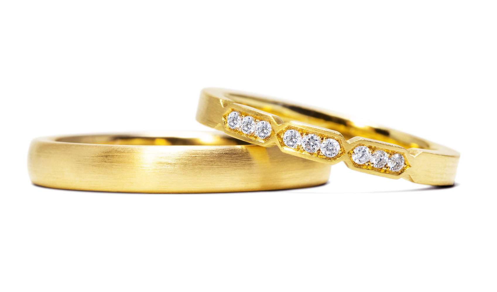 GOLDAFFAIRS - Eheringe aus ökofairem Gold mit weißen Diamanten