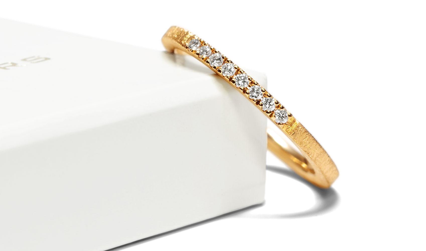 Zarter Verlobungsring / Vorsteckring aus ökofairem Gold und 8 Diamanten von GOLDAFFAIRS in Karlsruhe
