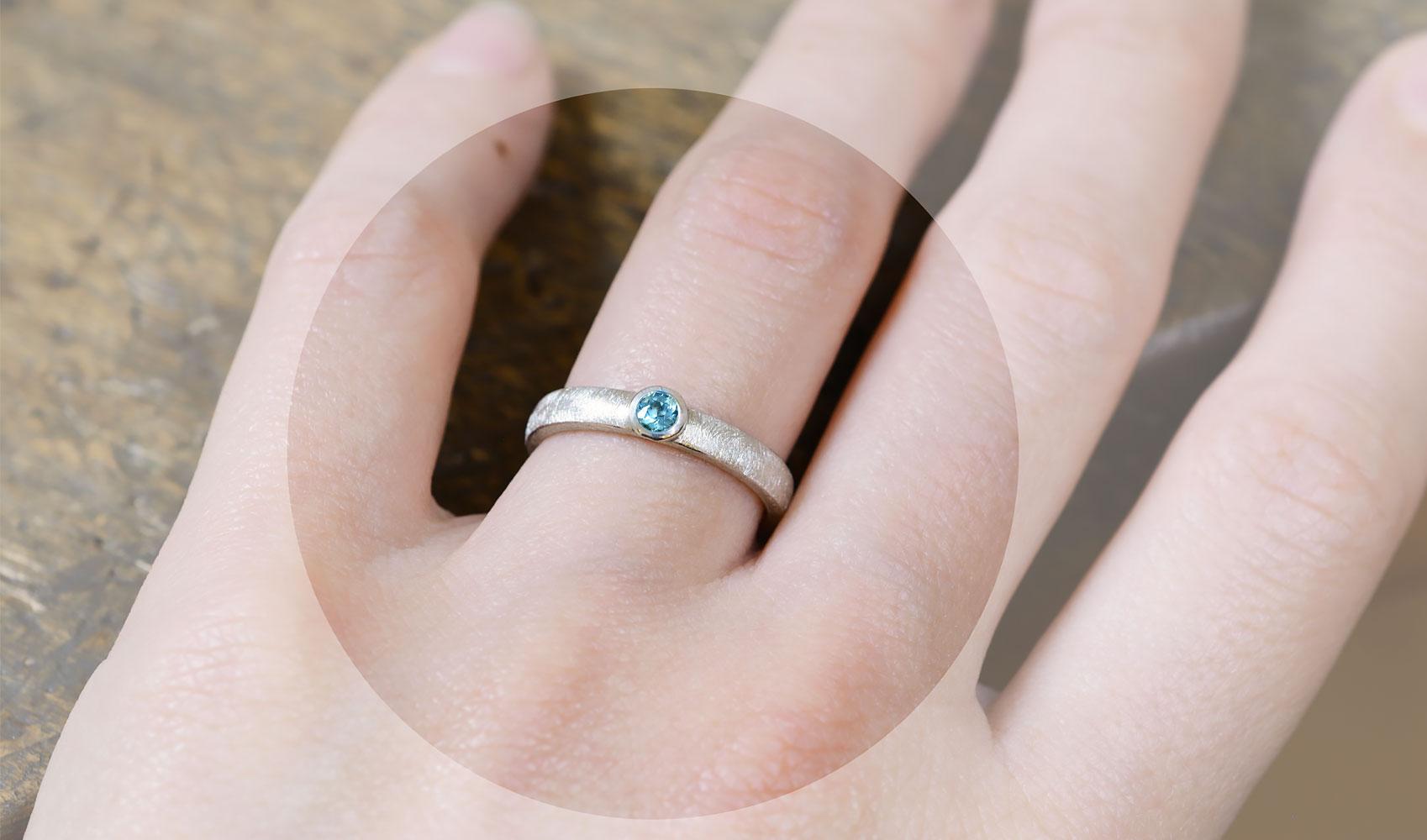 GOLDAFFAIRS - Schlichter Verlobungsring aus FAIRTRADE Silber mit Aquamarin
