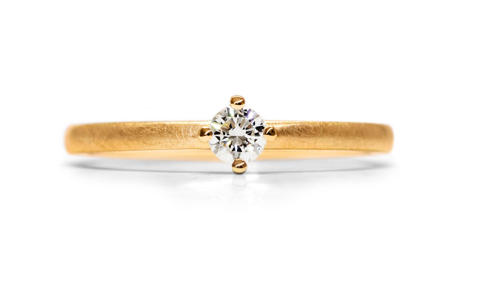 "GOLDAFFAIRS - Verlobungsring ""Enya"" aus ECO/FAIR Roségold 750/- mit 0,13 kt Diamant"