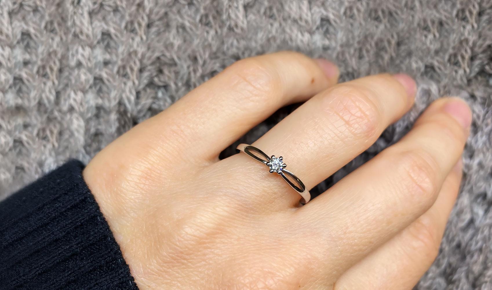 """GOLDAFFAIRS - Verlobungsring """"Iva"""" aus Fairtrade Weissgold mit weissem Diamant, poliert"""