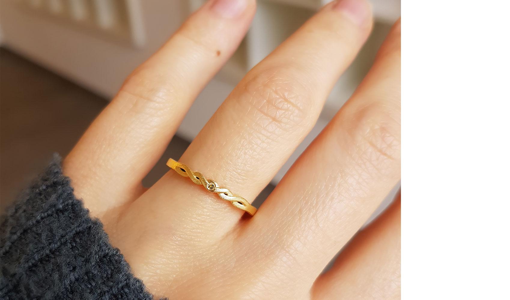 "GOLDAFFAIRS - Ring ""bee"" aus FAIRTRADE Gold"