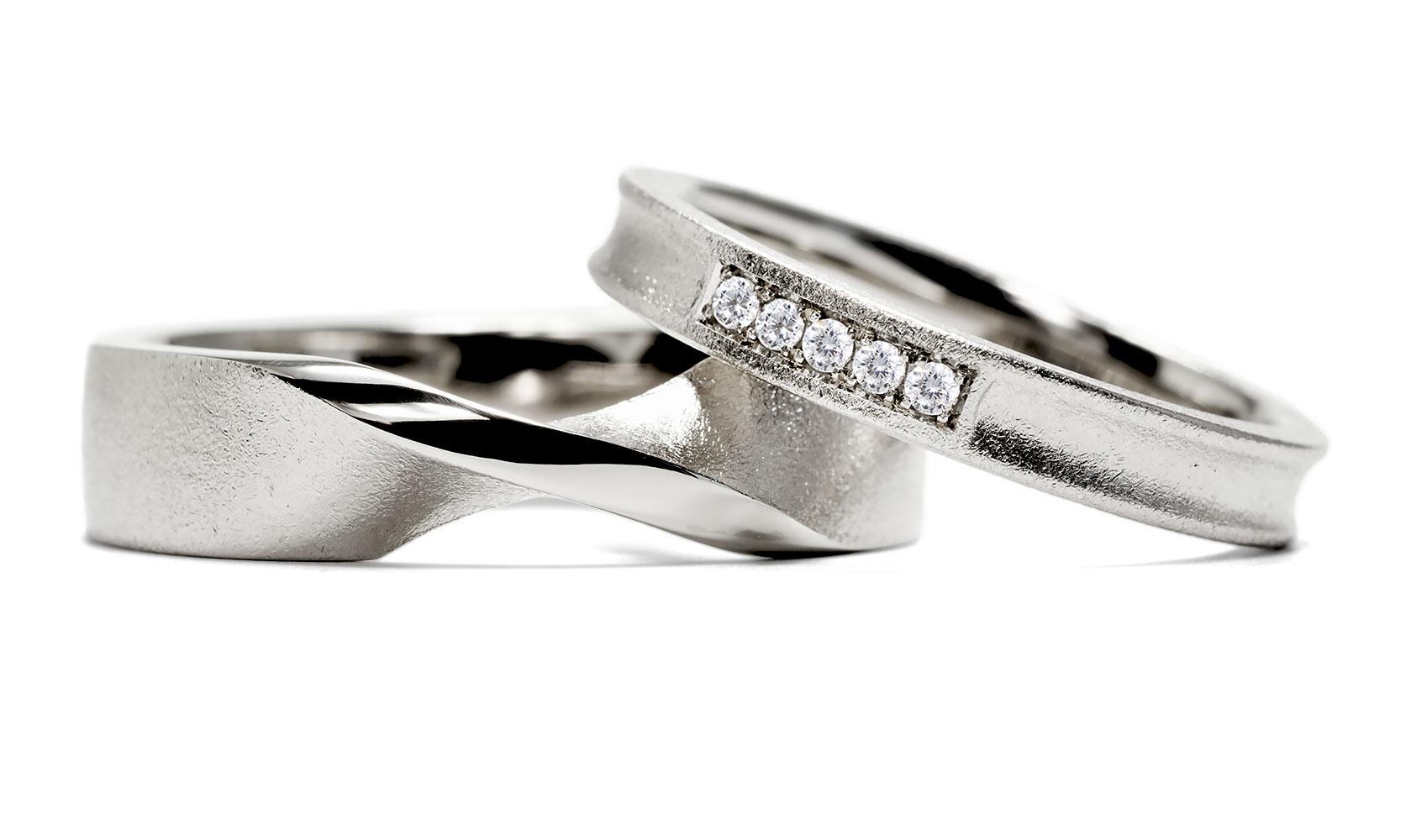"""Ring """"luna"""" und Trauring """"twist"""" von GOLDAFFAIRS aus Recycling oder FARTRADE Gold"""