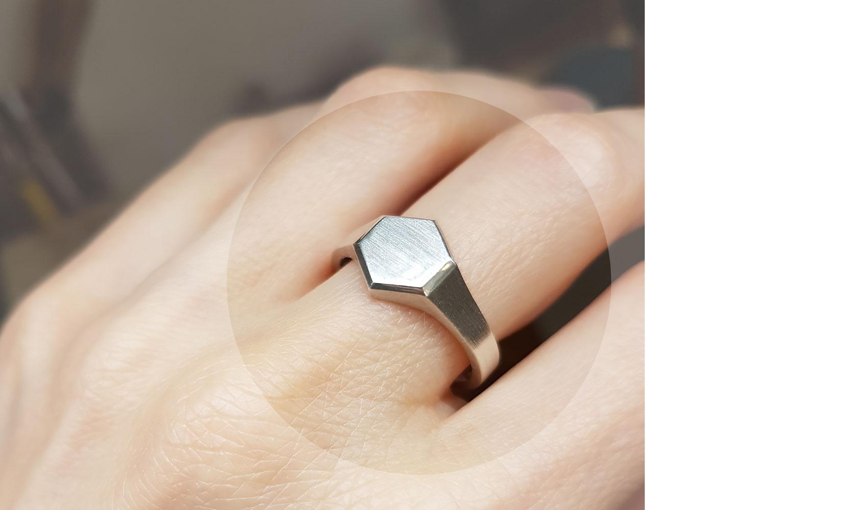 GOLDAFFAIRS - Siegelring aus recyceltem Silber