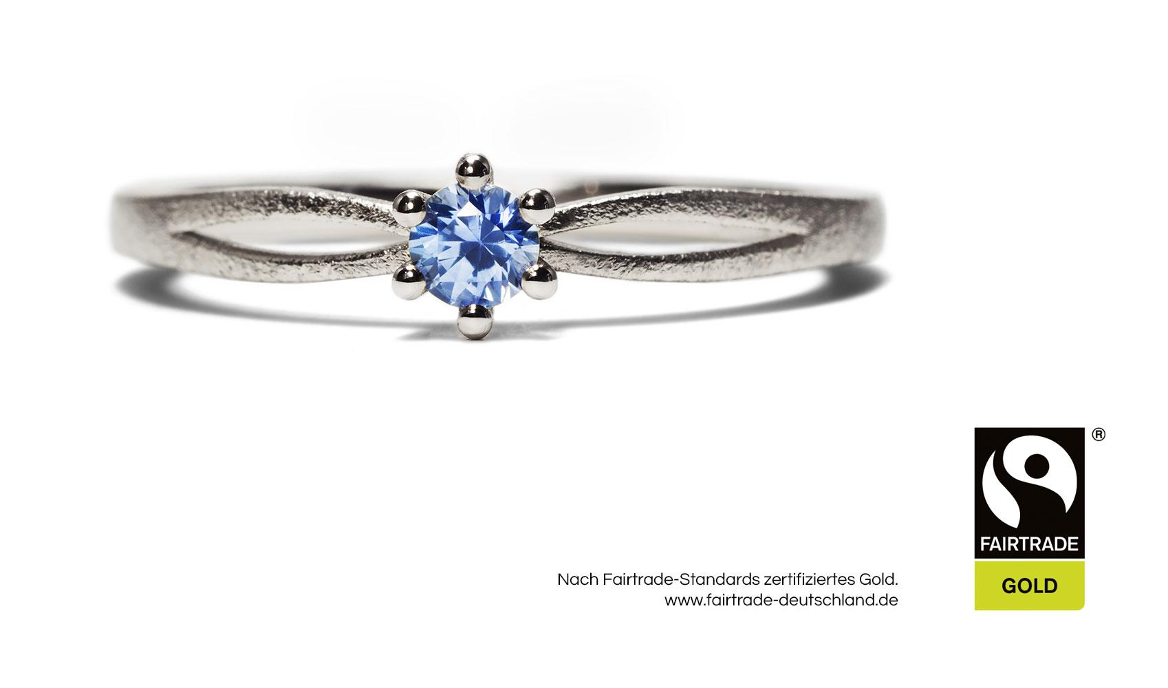 """GOLDAFFAIRS - Ring """"Iva"""" aus FAIRTRADE Gold mit einem blauen Saphir"""