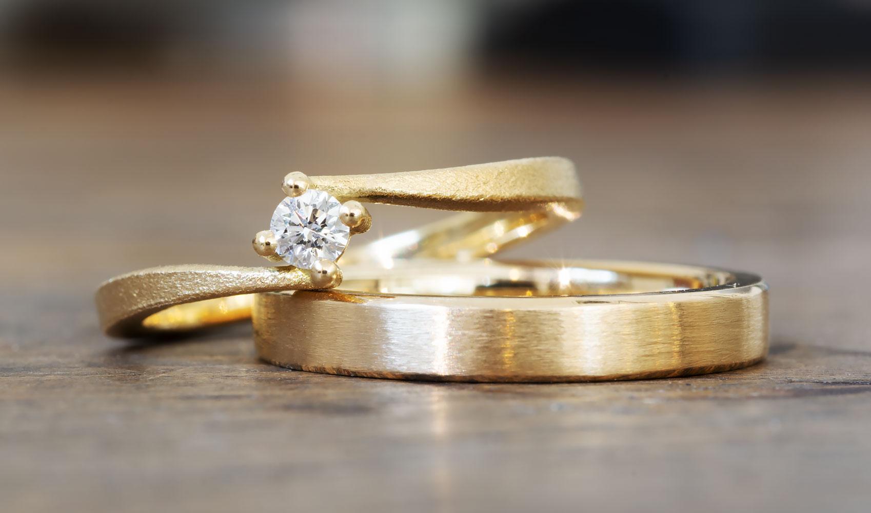 """Verlobungsring """"Coco"""" aus ökofairem Gold und Diamant"""