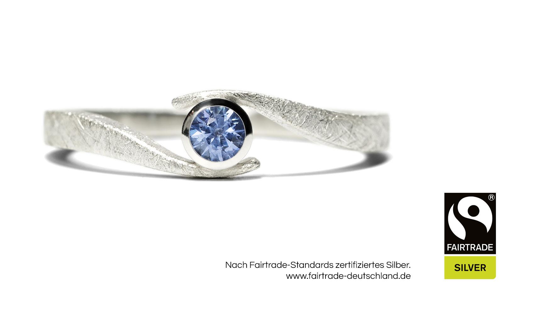 """GOLDAFFAIRS - Verlobungsring """"wave"""" aus FAIRTRADE Silber mit blauem Saphir"""