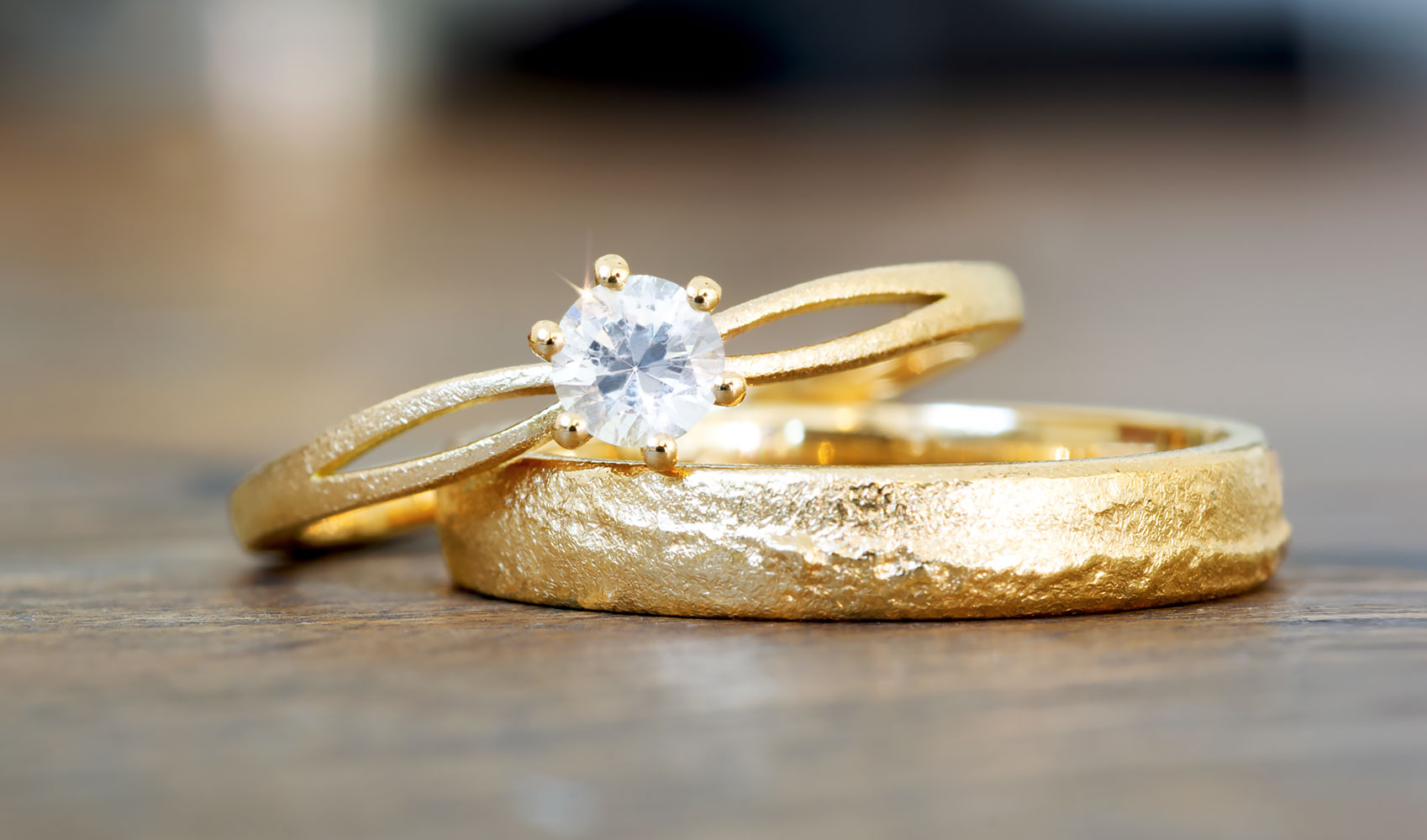 GOLDAFFAIRS - Verlobungsring aus FAIRTRADE Gold mit fairem Saphir